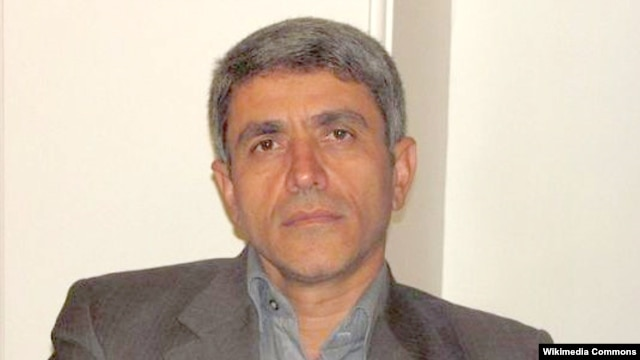 به گفته علی طیبنیا، «سیاستهای نادرست» دولت احمدینژاد همراه با «ساختار اقتصادی ناسالم و تحریمها» اقتصاد را به وضعیت کنونی کشانده است.