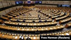 Зал пленарных заседаний Брюссельской резиденции Европейского парламента