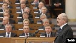 Президент Беларуси Александр Лукашенко выступает с ежегодным посланием к народу. Минск, 22 апреля 2014 года.