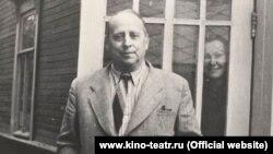 Евгений Шварц, Комарово, лето 1956 г. На заднем плане - Е.В.Юнгер.