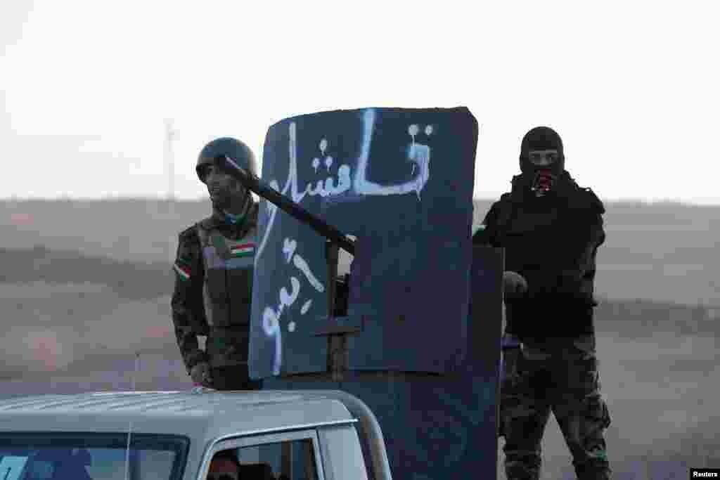 Сейчас город почти окружен коалицией, по некоторым данным с несколькими коридорами, по которым боевики могут бежать из Мосула. Командование армии Ирака информацию о коридорах для террористов не подтверждает На фото – курдские силы наступают на Мосул