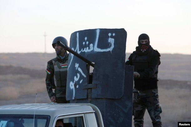 Kurdish Peshmerga forces advance to the east of Mosul to attack Islamic State militants on October 17.