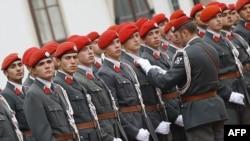 Парадный взвод австрийских военнослужащих. Иллюстративное фото.