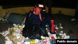 Депутат и кандидат в депутаты Верховной Рады Виктор Пилипишин в куче мусора