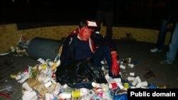 25 вересня Віктора Пилипишина облили фарбою і закидали сміттям