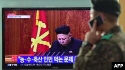 Солтүстік Корея басшысы Ким Чен Ын теледидардан сөйлеп отыр. 1 қаңтар 2015 жыл.