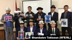 Кытайдагы туугандарынын тагдырына кабатыр болгон кыргыздар.