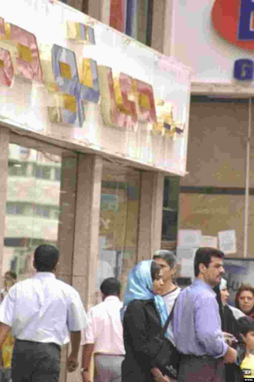 فروشگاه «دی تو دی» یکی از پاتوق های ایرانی ها است و راننده های تاکسی می گویند که خیلی از مسافران ایرانی را به اینجا می آورند
