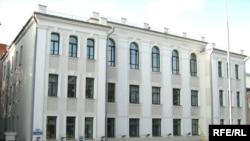 Cуд Цэнтральнага раёну Менска, былы будынак Беларускага гуманітарнага ліцэя імя Коласа.