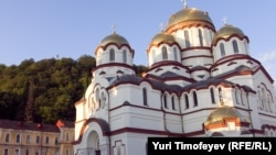 На последнем круглом столе нициативной группы, которая собрала уже 70 тысяч подписей в поддержку воссоздания автокефалии абхазской Церкви, был создан организационный совет по проведению Собора – первого за последние 200-300 лет