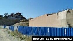 Подпорната стена на Шофьорския плаж в Алепу