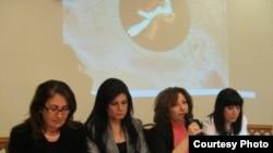 ناشطات عراقيات يتحدثن في الندوة