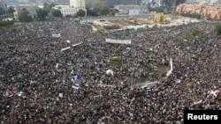 Prezident Mubaregiň häkimiýet başyndan kowulmagyny talap etmek üçin sişenbe güni 2 milliona çenli adam Kairiň Tahrir meýdançasyna ýygnandy.