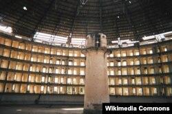 Kubada panoptikon qaydasıyla tikilmiş həbsxana