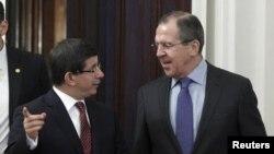 Встреча глав МИД России и Турции - Сергея Лаврова (справа) и Ахмета Давутоглу, Москва, 25 января 2012 г.