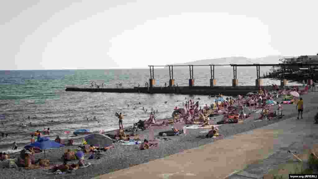 Порівняно з минулим роком людей на пляжах побільшало