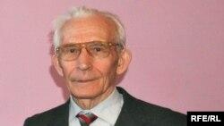 Азат Надиров
