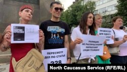 """Една от акциите в подкрепа на Мартин Кочесоко. Призивът към полицията гласи: """"Не разпространявайте наркотици сред гражданите""""."""