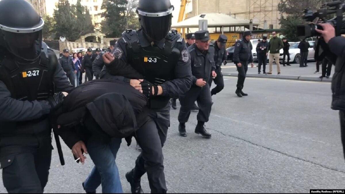 В Азербайджане разогнали акцию протеста и задержали десятки оппозиционеров