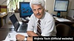 جواد صالحی اصفهانی، استاد اقتصاد دانشگاه ویرجینیا تک
