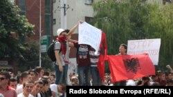 По апсењето на обвинетите во мај беа организирани низа протести во Скопје на кои беше побарано ослободување на обвинетите.