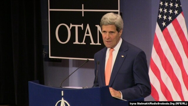 "U.S. Secretary of State John Kerry arrives amid reports of some progress in the negotiations but that on some issues Iran holds some ""unworkable and inadequate"" positions, according to officials present."