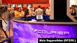 Діана Джоджуа і Міхеїл Сесіашвілі заявили, що залишають телеканал, у прямому ефірі своєї програми «Кур'єр» (фото архівне)