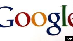 «Google» компаниясы 2004-жылдын 19-августунда фонддук базарда өз акцияларын сата баштаган.