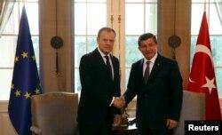 Глава Европейского совета Дональд Туск (слева) и премьер-министр Турции Ахмет Давутоглу