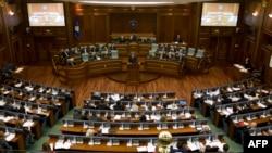 Kosovo -- Prime Minister Hashim Thaci (C) addresses lawmakers during a parliament session in Pristina, April 23, 2014