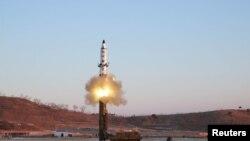 Запуск баллистической ракеты КНДР (архивное фото)