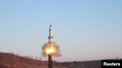 Ракета «Пуккиксон-2», запущена в неділю у Японське море