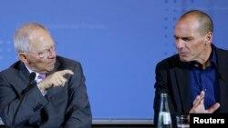 Ministri gjerman Wolfgang Schaeuble dhe ministri grelk Yanis Varoufakis