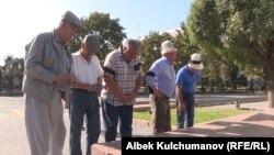Акция протеста у памятника героям апрельской революции. Бишкек, 24 августа 2017 года.