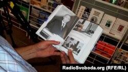 Біографія Путіна – одна з книг передана російським посольством українським освітянам