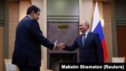 Президент Росії Володимир Путін (праворуч) зустрівся з президентом Венесуели Ніколя Мадуро в резиденції Ново-Огарево за межами Москви, 5 грудня 2018 року