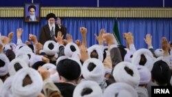 """خامنه ای، پروژه دولتی/حکومتی/درباری سازی کل روحانیت را به """"دستور کار سیاسی"""" نظامی/امنیتی/مالی تبدیل کرد."""