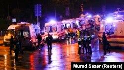 У места взрывов в Стамбуле. 10 декабря 2016 года.