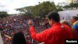 Николас Мадуро тарафдарлары каршында чыгыш ясый