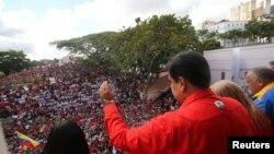 На страната на Николас Мадуро остава и армията.