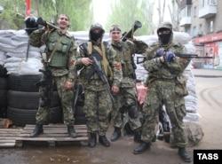 Озброєні бойовики з російськими «георгієвськими стрічками» у Слов'янську