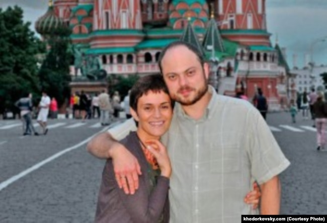 Vladimir Kara-Murza and his wife Yevgenia (file photo)