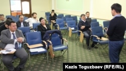 Присутствующие на презентации инициативы топ-бизнесмена Маргулана Сейсембаева «Я отвечаю». Алматы, 21 сентября 2015 года.