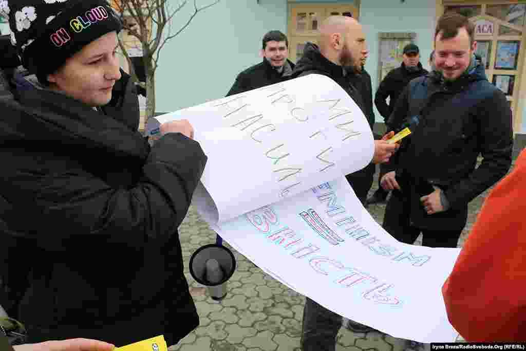 Організаторка акціі Віталіна Коваль переконана, що жінки досі не мають рівних прав з чоловіками