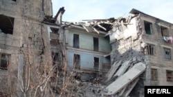 Հայաստան -- Երկրաշարժից վթարային դարձած եւ մինչ օրս կանգում մնացած վթարային շինություն Գյումրիում, 7--ը դեկտեմբերի, 2009 թ.