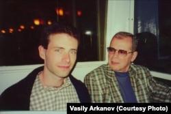 Василий Арканов с отцом. Нью-Йорк, 2000 год