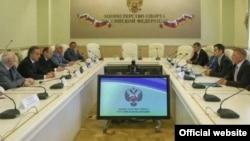 Русия Спорт министры Виталий Мутко Төмән егете Артем Хәсәнов белән очраша