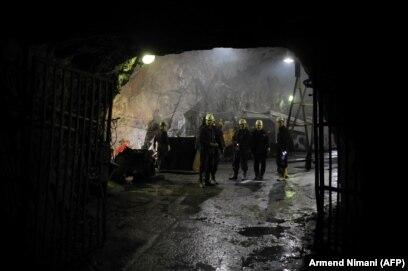 'Tada je bilo 1.350 rudara pod zemljom. To je sedam najtežih dana koje sam proveo u Predsjedništvu, a i u svom političkom djelovanju. Znate, u jamama je bilo 2.000 kilograma eksploziva.' (Fotografija: Rudari u Starom trgu)