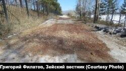 Дорожный ремонт опилками в Зейском районе Приамурья