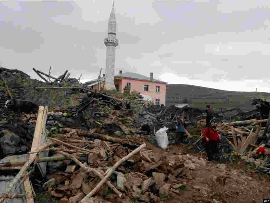Землетрясение магнитудой около 6 произошло в понедельник около шести утра по московскому времени в провинции Элязыг на востоке Турции.